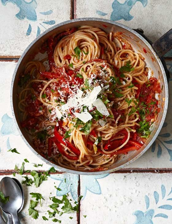 Tomato and pepper arrabbiata pasta - ready in half an hour