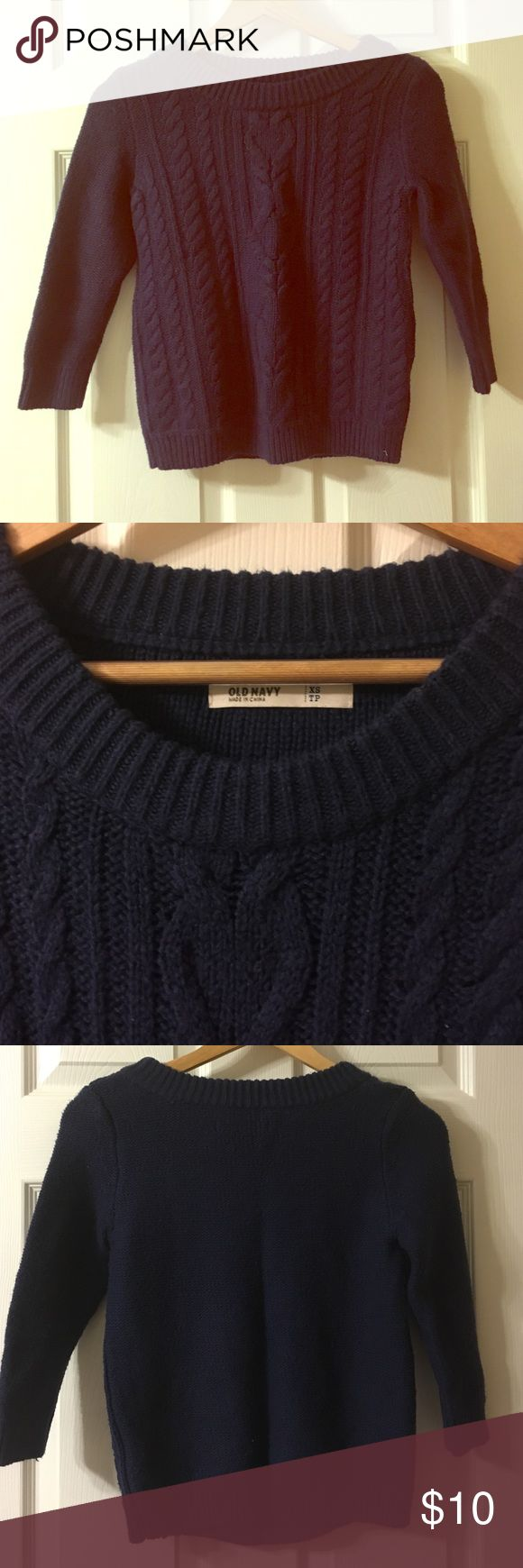 old navy🔸navy sweater Navy sweater by Old Navy has been gently worn and will definitely keep you warm this winter. Old Navy Sweaters Crew & Scoop Necks