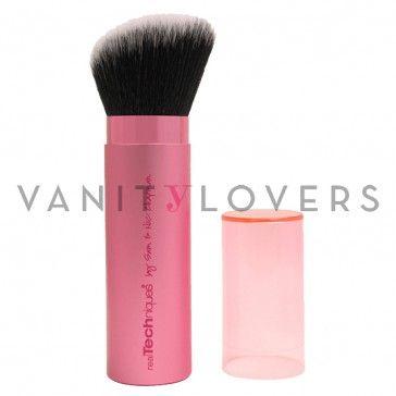I pennello makeup dal design retraibile perfetto per l'applicazione del blush.