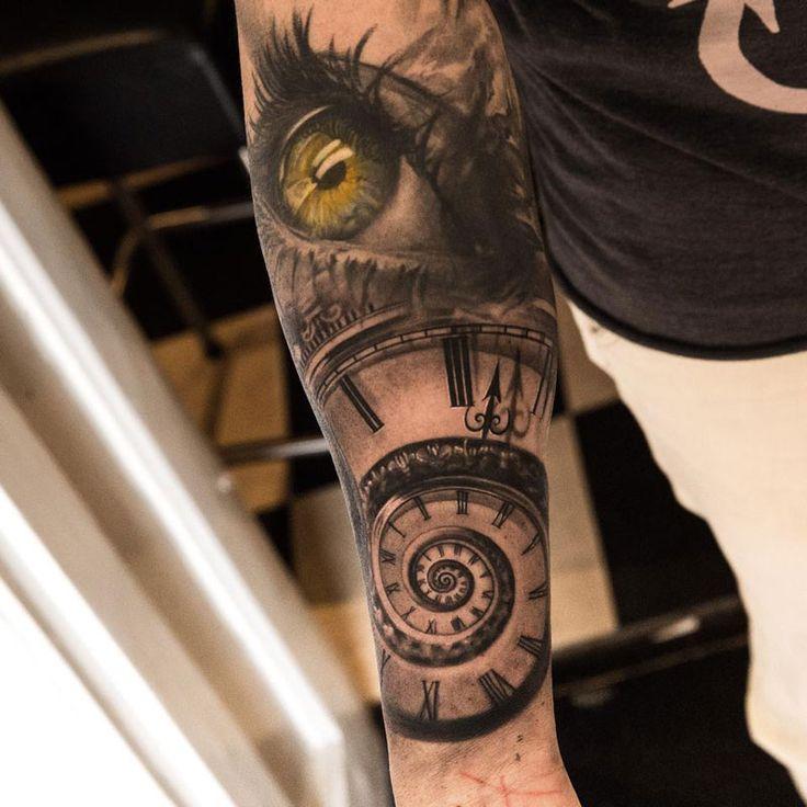 Niki Norberg komt uit Göteborg, Zweden, maar trekt tattooliefhebbers over de hele wereld aan, omdat hij zwaar gedetailleerde werken kan zetten. Op Instagram heeft hij maarliefst 256.000 volgers en op Facebook 171.000 fans. En wij snappen wel waarom. Holy wow.