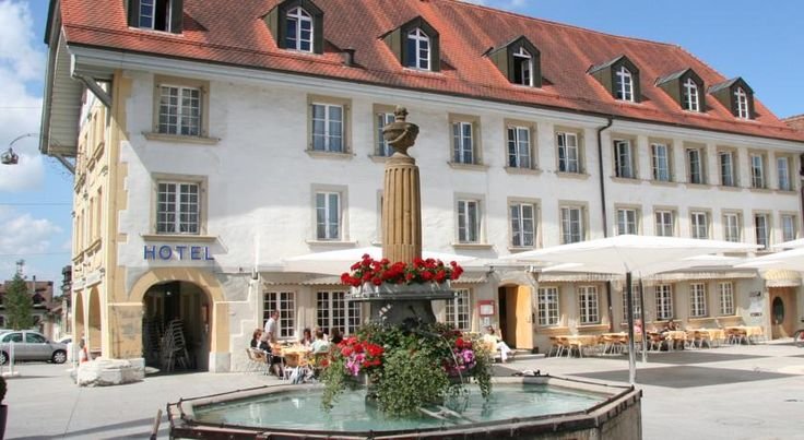 La Couronne Avenches The La Couronne hotel can be found right in the centre of the medieval town of Avenches, close to the amphitheatre, and offers you free wireless internet access.