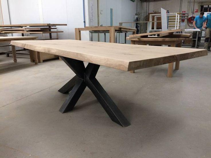 Eettafel robuust kruispoot zwart staal industrieel