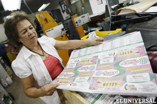A los 15 años Teresa García fue contratada en una fábrica de carteras donde le pagaban Bs.5 semanalmente. Con eso compraba telas para hacerse sus vestidos, pagaba el pasaje y le daba dinero a su madrina para hacer el mercado.  García es hoy la administradora y distribuidora nacional de las listas de las loterías del país tras ejecutar una alianza con la imprenta Gráfica Reus, aerolíneas nacionales y distribuidores de periódicos.