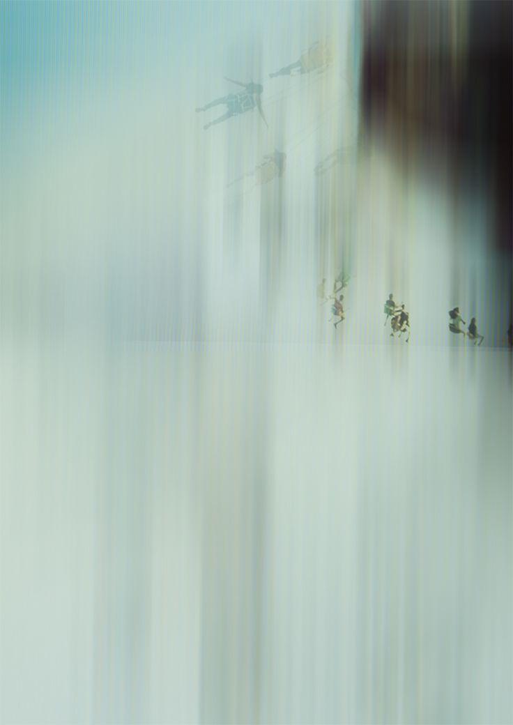 """""""Foire"""" - Série Flashback  Pour le festival les Canotiers, dont le thème 2015 est « Temps de fêtes », j'ai choisi de mêler graphisme et photographie, à travers mes souvenirs plus ou moins colorés de fêtes passées. Un travail sur l'imprécision des souvenirs, à travers les imperfections photographiques : flous de bougés, de netteté, sur-exposition, grain/bruit etc. Je vous présente ma série « Flashback »."""