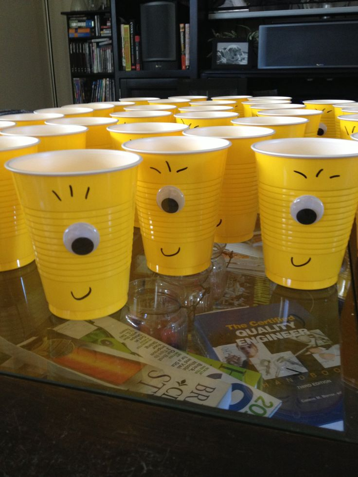 Minion party cups. Will definitely do this one for our lil boy :)