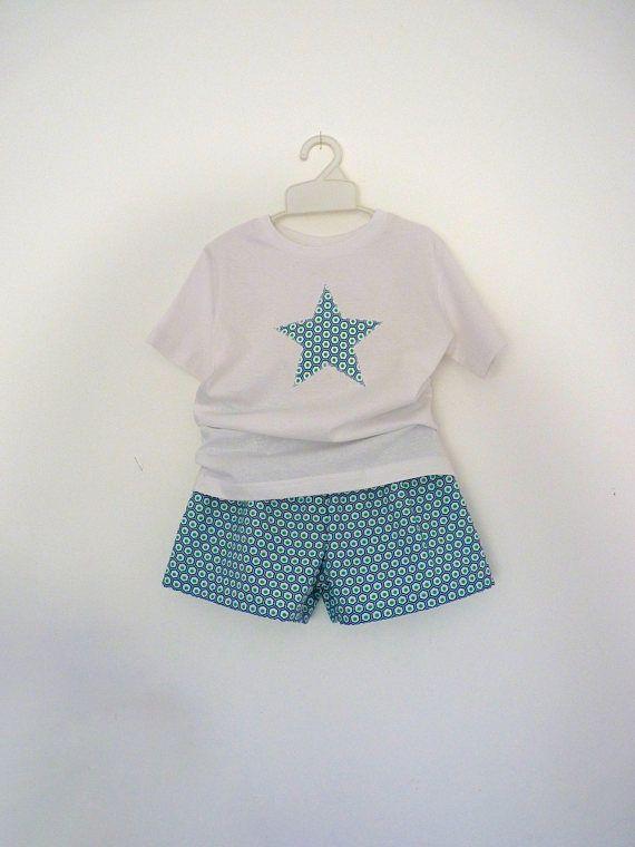 Pyjama enfant t-shirt et caleçon, tissu géométrique couleur bleu, vert et blanc, étoile sur t-shirt, pyjashort, enfant, caleçon, short