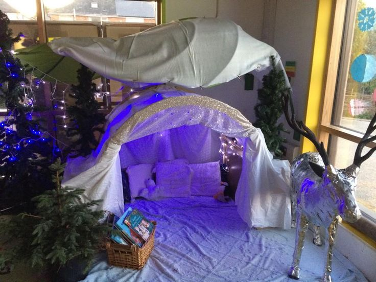 We've turned the Gruffalo reading snug into a Winter Wonderland. #kinderchat #eyfstwitterpals