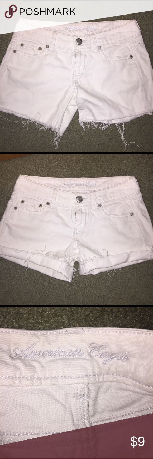 White American Eagle Shorts 💖 •American Eagle Shorts •White 💖 •Size 00 •Very Good Condition ! •No trades 🚫 •Bundles 💕 American Eagle Outfitters Shorts Jean Shorts
