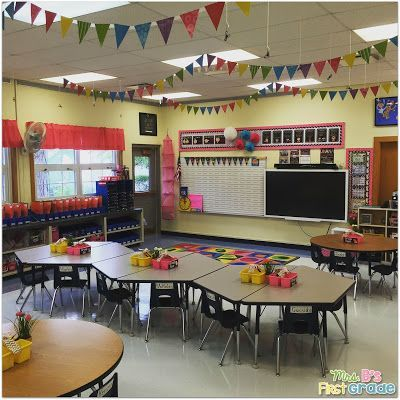 ADORABLE first grade classroom! Wonderful organization. Picture takes you to see more classroom pictures!