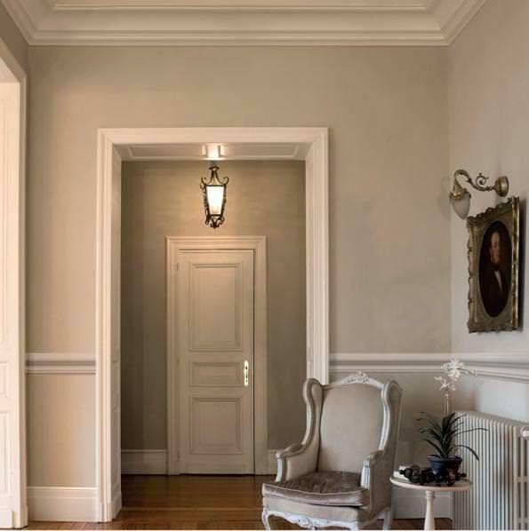#lavorincasa : il ritorno di stucchi e cornici decorative, non più in senso barocco bensì come momento di contrasto tra classico e moderno....