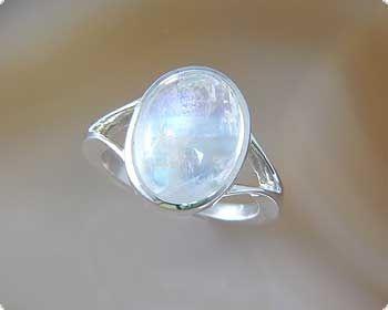 Ring met licht labradoriet / regenboog maansteen