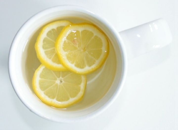 When I wake up every morning, the first thing I drink is warm water and lemon and before I sleep I do the same thing. I recommend this to my clients in theJuice with Drew Systemas well. Drinking warm water and lemon has so many benefits and at the same time it makes me [...]e