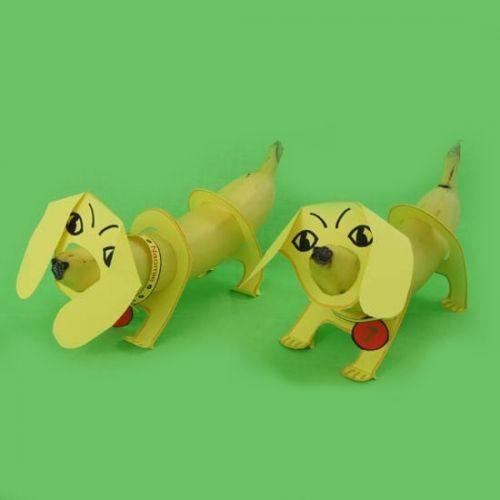 Teckel traktatie, leuke kindertraktatie met een banaan. Een hondje trakteren op school: wat een feest voor een jarig kind! Dog banana!