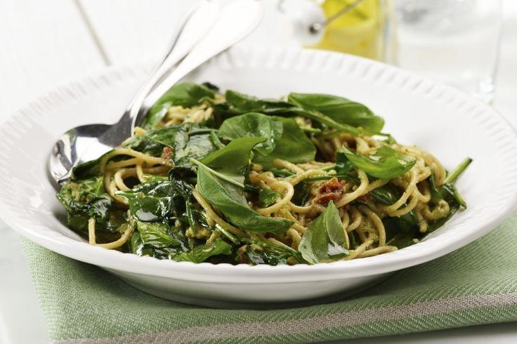 Pasta prima vera. Deilig pastarett som er rask å lage, deilig på smak og et sunt valg. 173 g grønnsaker og 594 kcal pr. porsjon (voksen).