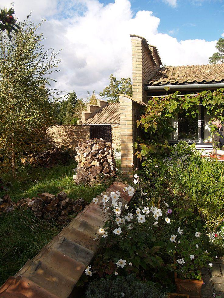 Kingo Houses - courtyards - Kingo Houses - Wikipedia, the free encyclopedia