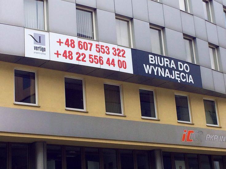 Wydruk, laminowany naklejony na elewację z użyciem podnosnika koszowego, Warszawa