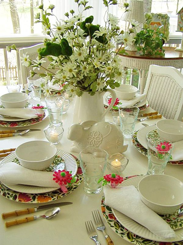 Celebrating Spring!   http://betweennapsontheporch.net/ideas-for-decorating-for-spring/