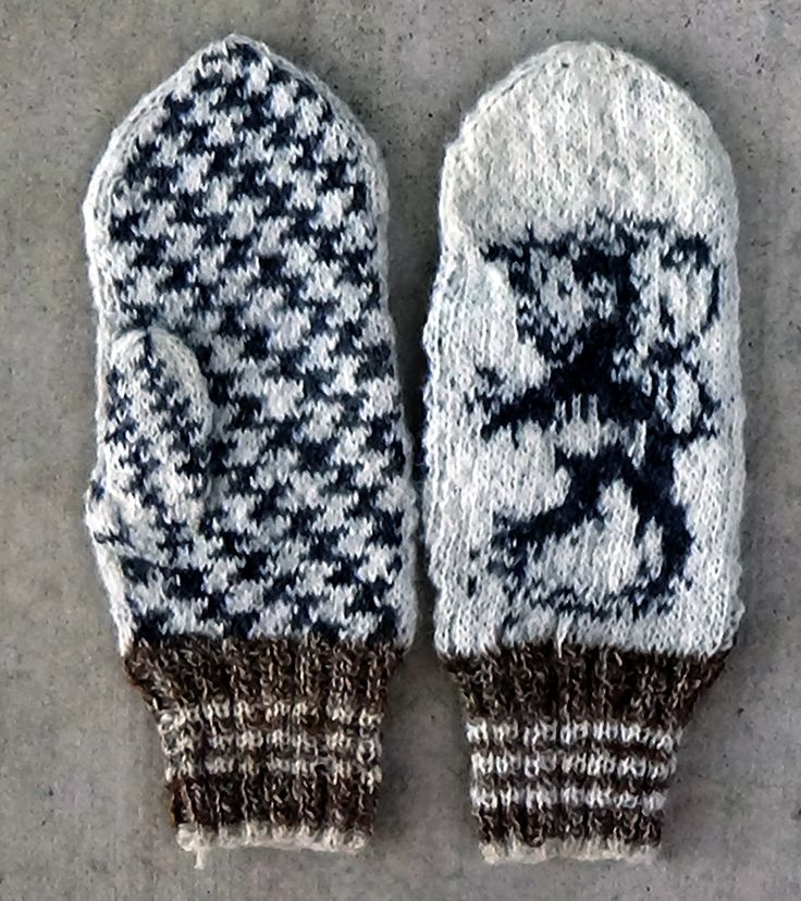 Mittens with the Finnish Lion, from the official coat of Arms of Finland