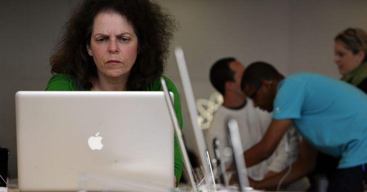La fuente de energía de mi MacBook Pro se sobrecalienta. La MacBook Pro no es barata, así que es natural que desees proteger tu inversión durante años de uso. Por desgracia, tal vez no sea el portátil sino el adaptador el que causa problemas. De hecho, tu adaptador de MacBook Pro puede funcionar mal y provocar la fusión y el deshilachado en el cable de alimentación, lo que resulta en un viaje a la ...