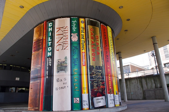 This is awesome, I see Drums of Autumn! Mural outside the Duluth, MN, public library.  Photo by emu82, via Flickr: Duluth Public, Autumn Books, Books Spine, Murals Outside, Books Stuff, Books Drunkards, Public Libraries, Libraries Murals, Photo
