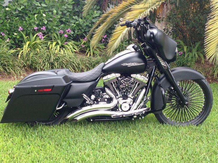 Black spokes, black smoke. Street Glide