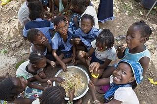 UNHCR Italia (UNHCRItalia) su Twitter - Le ragazze di Bamako #Mali UNHCR / H. Caux / November 2012