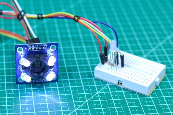 Monte um detector de cores RGB com o Sensor de Cor TCS3200 e Arduino. Veja tutorial com biblioteca e datasheet. Clique aqui!