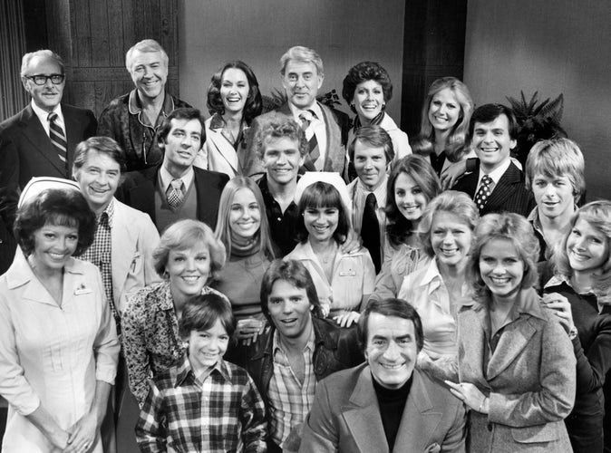 Gh Cast Photo 1977 — Front row: Unknown, Richard Dean Anderson (Jeff), John Beradino (Steve); Second Row: Emily McLaughlin (Jessie), Rachael Ames (Audrey), Genie Francis (Laura), Unknown, Augusta Dabney (Carolyn), Brooke Bundy (Diana), Mary O'Brien (Heather); Third Row: Craig Huebing (Steve), Michael Gregory (Rick), Unknown, Steve Carlson (Gary), Janice Heiden (Lisa), Stuart Damon (Alan), and Kin Shriner (Scotty)
