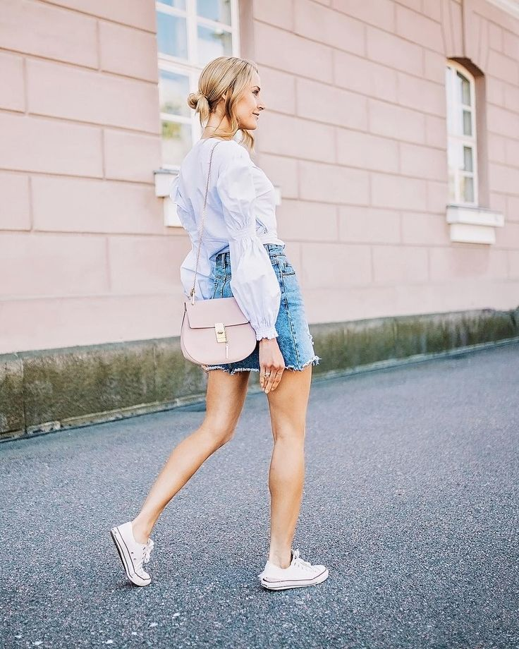 Strollin' wearing a combo of pastels, denim skirt and sneakers - Anna, Arctic Vanilla blog.