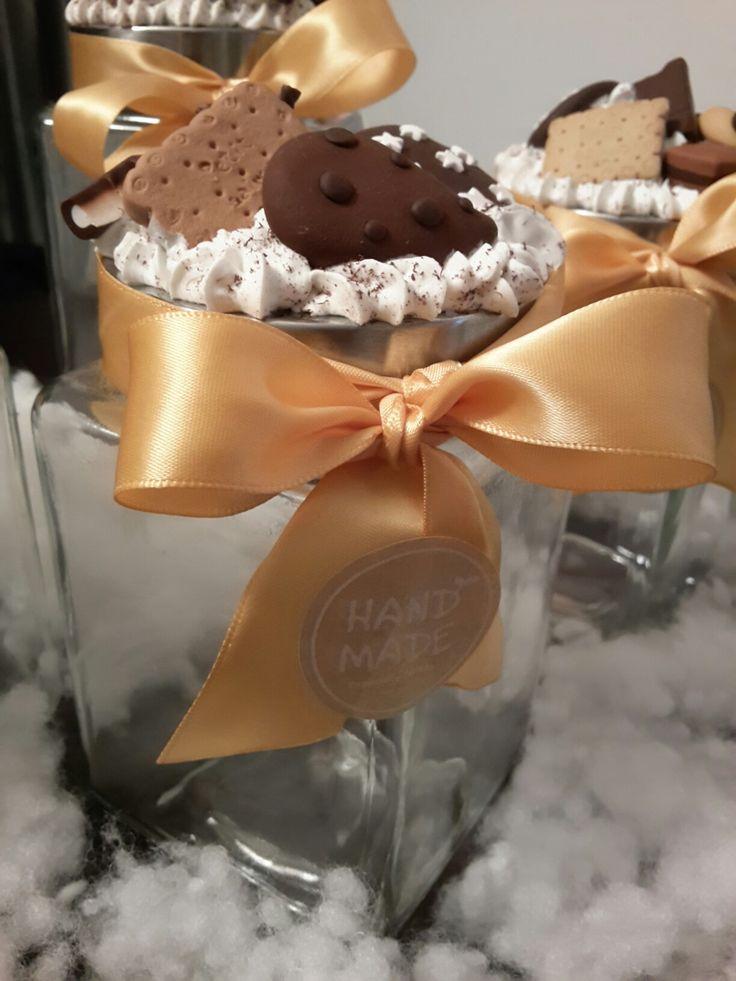 Vaso decorato con biscotti in fimo. Idea regalo per Natale, compleanno, bomboniere.