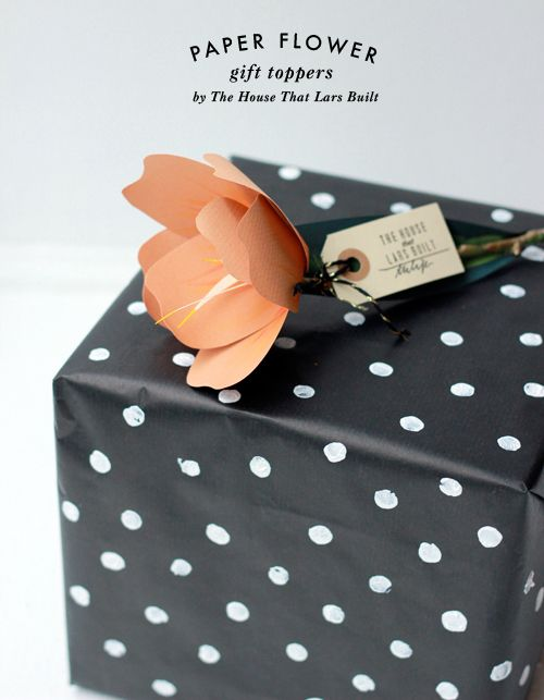 paper flowers for Terrain by The House That Lars Built and black and white polka dot wrapping paper: Polka Dots, Paper Gifts, Black And White, Lar Built, Dots Wraps, Black White, Paper Flowers, Gifts Wraps, Wraps Paper
