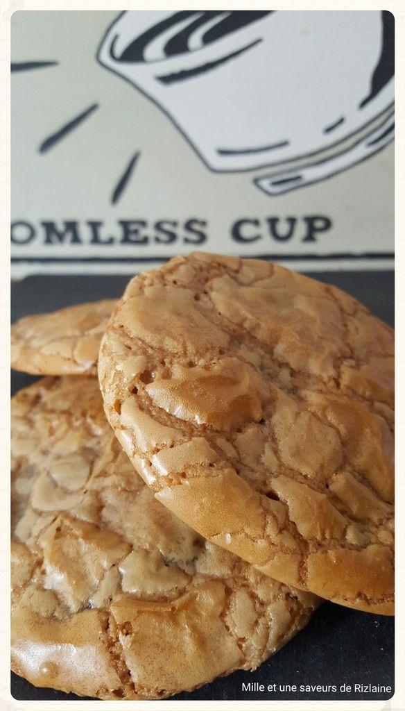 """Coucou, voilà un cookie que je qualifierais de """"So délicious"""" une recette de Martha Stewart. J'ai voulue changer un peu et je l'ai décliné à la pralinoise. Un réel bonheur aux papilles, un cookie ultra moelleux, un mélange de cookie et de brownie !!!..."""