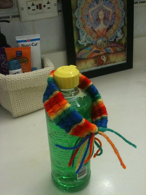 Rainbow bracelet using drinking straw weaving method (http://homeedgroups.blogspot.com/2009/04/drinking-straw-weaving.html)