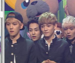 EXO's reaction when they won on Music Bank... Luhan's face is so funny!