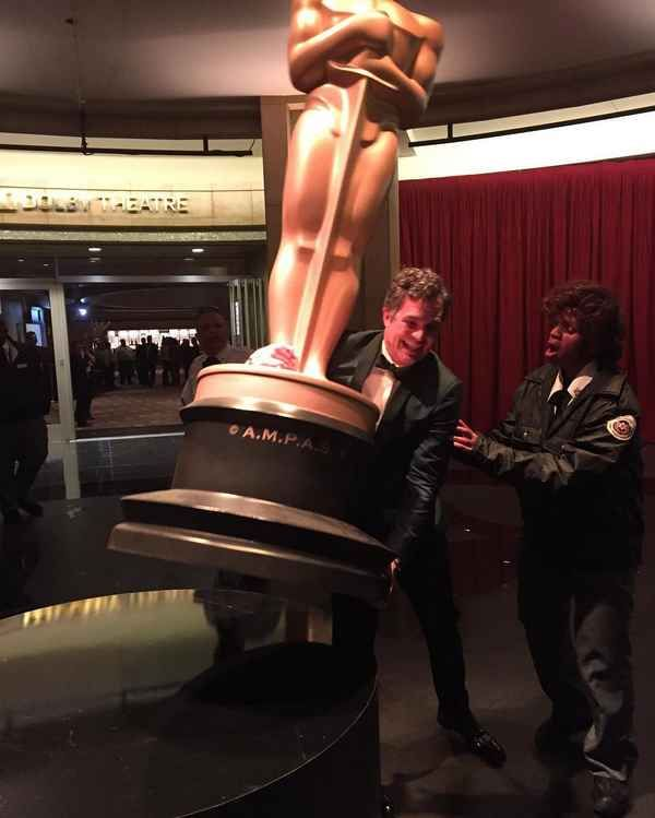 Mark Ruffalo tried to make off with a giant statue…