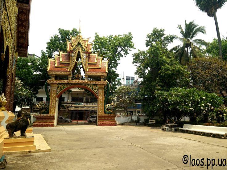 Дворик лаоского храма