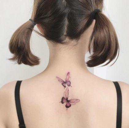 E' arrivata la primavera e siete in vena di tatuarvi? Ecco una serie di immagini prese da Instagram e da Pinterest con delicati e primaverili tatuaggi. Protagonisti assoluti i fiori, di tutti i colori. Papaveri, fio di loto, rose: perché ogni fiore, anche quando viene tatuato, ha il suo significato...
