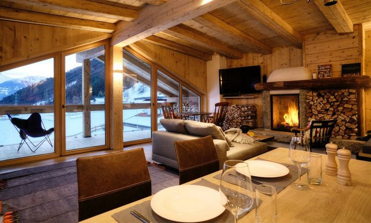This beautiful luxury chalet is the perfect getaway during winter and summer! Golflodge in Uderns, Austria.
