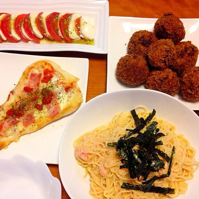 ん〜 緑が無いなぁ〜 ボンのみ  の時はそーなるなぁ - 7件のもぐもぐ - 明太子のパスタ  ナンピザ  キャベツたっぷりメンチカツ  カプレーゼ❗️ by miyuyasushima