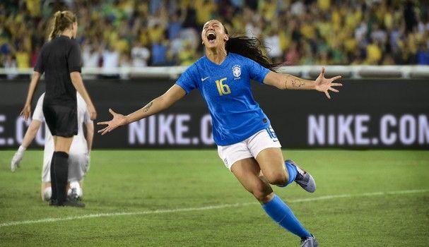 Seleção Brasileira Feminina Ganha Uniforme Especial Nesta Copa Do Mundo Aos Detalhes Seleção Brasileira Feminina Seleção Brasileira Seleção Brasileira De Futebol Feminino