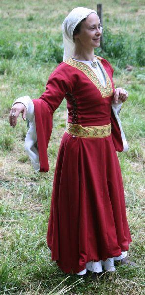 Costume féminin de noble, début XIIème, est de la France