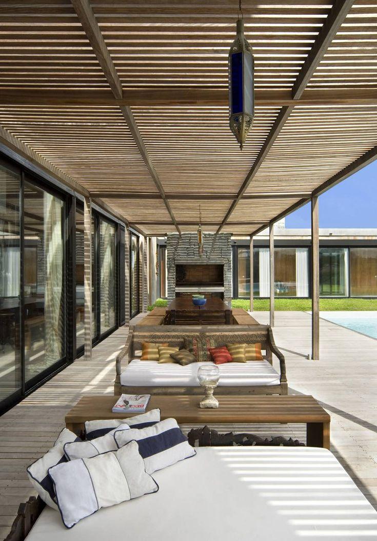Exterior aspect of La Boyita House in Punta del Esta, Uruguay by Estudio Martin Gomez Arquitectos