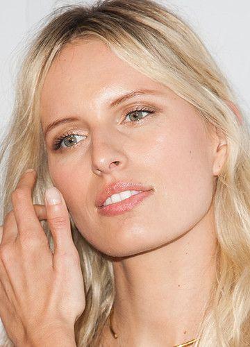 Karolina Kurkova trägt privat selten Make-up. Männer lieben sie dafür. Kein Wunder: auch ohne Schminke im Gesicht ist das Topmodel bildhübsch