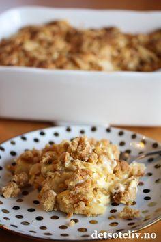 Nydelig og enkel smuldrepai med fantastisk god smakskombinasjon! Tenk at man kan lage en deilig, varm eplekake så raskt!