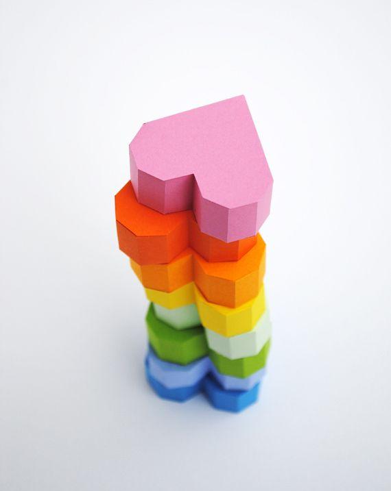 Cuori di carta per confezionare regali romantici http://www.design-miss.com/cuori-di-carta-per-confezionare-regali-romantici/ In cerca di un'idea per confezionare il #regalo di #sanvalentino? Che ne dite di questi #cuori di carta in 3D?