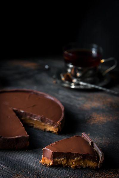 Foodmaker. Foodeater. Footwalker.: Шоколадный тарт с соленым кремом из вареной сгущенки