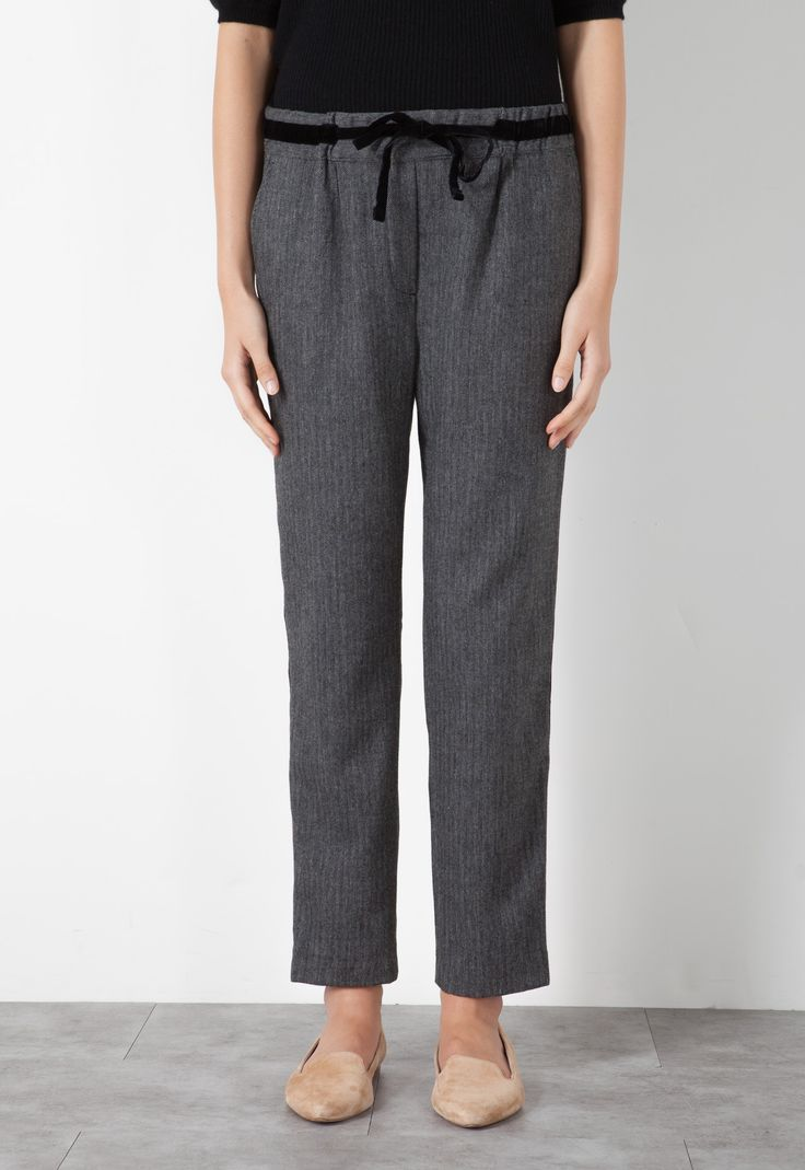 Herringbone wool blend trousers with velvet details. Straight design, soft fit. Regular waist with elastic and a practical adjustable drawstring. Ankle-length.