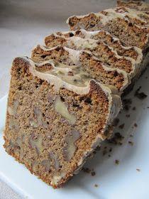 Exactement la même recette que le cake au café . J'ai ajouté des noix entières et remplacé le glaçage au fondant par du chocolat. J'avoue ...