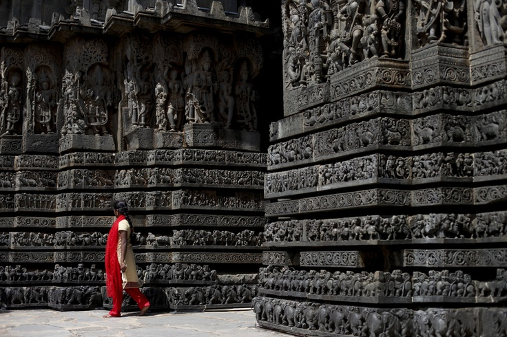BELUR & HALEBID - Really impressive temples from the Hoysala dynasty, entirely carved from the bottom to the top.