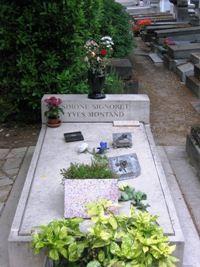 Yves Montand et Simone Signoret, au Père-Lachaise